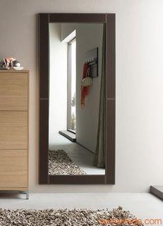 Cinquanta C: Espejo moderno con marco de eco cuero, varios colores ...