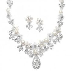 This Freshwater #Pearl Cluster #Bridal #Necklace Set will make any bride feel like a #princess!!  <3 www.weddingworthy.com <3