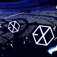e x o ♡ Lightstick Exo, Chanyeol Baekhyun, Kpop Exo, Concert Crowd, Exo Concert, Exo Album, Exo Lockscreen, Exo Official, Exo Ot12