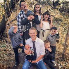 Logan is Shay Butler's youngest brother, not the offspring of Shay or Casey or Carlie. Shay, Casey, Carlie, and Logan are brothers and sisters! Shaytards, Romeo Santos, Jenni Rivera, Selena Quintanilla, Daddy Yankee, Niece And Nephew, Best Youtubers, Family Goals, Funny People