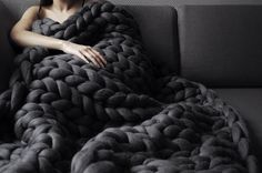 Fend off the cold in the most comfortable way imaginable by wrapping yourself up in this super chunky hand knit blanket. Handmade from 23 microns merino wool, it's available in a range of vibrant colors and is large enough to wrap around your entire body. Hand Knit Blanket, Chunky Blanket, Thick Yarn Blanket, Large Knit Blanket, Black Blanket, Sofa Blanket, Knitted Blankets, Merino Wool Blanket, Plaid Grosse Maille