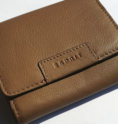 kožené dámske pňaženky | ESPRIT (Germany) - značková peňaženka - dámska - kožená (trifold) | NajŠperk.sk - šperky, oceľové šperky, klenoty, oceľové, náramky, retiazky, prívesky Card Case, Continental Wallet
