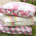 Sophie Conran cushions to make :: picnic box cushion cover pattern :: free sewing pattern :: UK sewing patterns Sewing Hacks, Sewing Crafts, Sewing Projects, Cushions To Make, Patio Cushions, Clutch Bag Pattern, Sewing Box, Free Sewing, Cushion Cover Pattern
