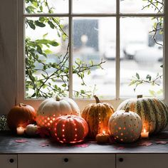 We hope everyone is having a fun #weekend! We love these #pumpkin lanterns from @designlovefest! We've got a lot of other goodies on our #weekendroundup for you too including maple #creampuffs by @recipedotcom on Kathryn's new #Pinterest #sweets board fascinating photos of #EllisIsland from the @washingtonpost #mermaid glitter the #story of Louise the Unfortunate $100 in every state by @mental_floss sculptural #linedrawings by @thejealouscurator an expose of America's addiction to air…