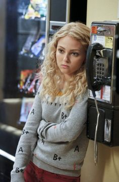AnnaSophia Robb as Carrie i don't watch the show. i just like her style and hair...