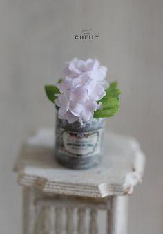 Dollhouse miniature flowers Purple hydrangea por CheilysMiniature
