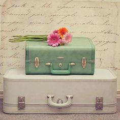 """siiristanbul: """"Epeyce göçebe yaşadım, sadece iki valizim oldu. Bir yığın insan tanıdım. Ama hep yalnızım.. * Didem Madak. """""""