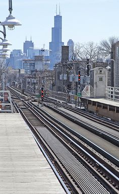 """L"" platform in Wicker Park looking towards downtown (Chicago Pin of the Day, 12/13/2014)."
