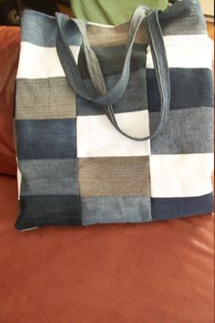 Recycled denim patchwork Tote by 2efoisSoniaPelletier on Etsy https://www.etsy.com/listing/537744037/recycled-denim-patchwork-tote