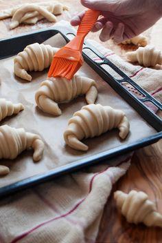 La asaltante de dulces: Croissants in the making ;-)