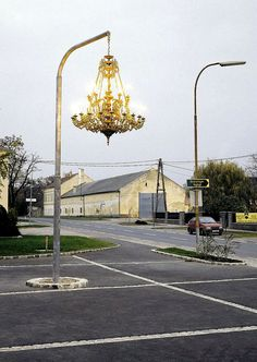 Artist Werner Reiterer creates street art by hanging a chandelier from a light post Street Art, Street Style, Street Chic, Instalation Art, Urban Intervention, Urbane Kunst, Public Art, Urban Art, Art Photography