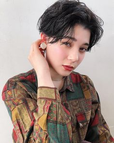 イッシキケンタさんはInstagramを利用しています:「ハンサムショートをラフにスタイリング。 柄シャツとの相性◎です。 . . 【coupon menu】 cut ¥5000 color ¥7000 cut.color ¥9000 doublecolor ¥13000 cut.doublecolor ¥15000 cut.perm…」 Ulzzang Hair, Female Shorts, Haircut And Color, Asia Girl, Asian Woman, Pixie, Short Hair Styles, Hair Makeup, Hair Cuts