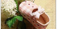 Senhoritas, como estão?  A Laís ganhou da minha mãe um sapatinho em tecido e ela realmente adorou. Ela anda numa fase que diz que todos ...