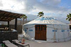 Familienurlaub auf Lanzarote in der Finca de Arrieta. Luxuscamping mit Kindern in der Yurte mit eigenem Bad und eigener Küche, ein ganz besonderer Urlaub!