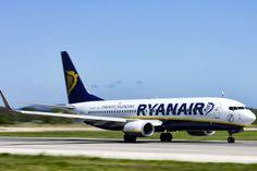 Ryanair 737 cheap flight from Athens to Santorini.