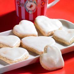 Finally found moms recipe for lemon heart cookies! In her dr oetker backen macht freude cookbook! So happy. Now to translate. Lemon Desserts, Lemon Recipes, No Bake Desserts, Sweet Recipes, Baking Recipes, Cookie Recipes, Crispy Cookies, Xmas Cookies, Heart Cookies