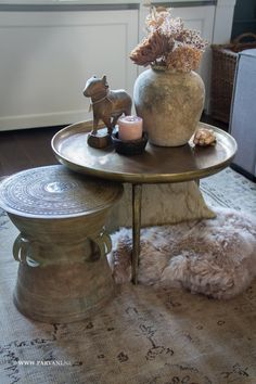 Parvani   Bijzettafel-rond-brass Ronde bijzettafel, het tafeltje heeft 3 pootjes en is afgewerkt in een brass finish. Hoogte 47cm doorsnede 67cm. Prijs: € 315,- Het bontplaid van lamsvacht is in meerdere kleuren verkrijgbaar in de winkel, prijs: € 399,- De waterpot is afkomstig uit India, prijs: € 69,- De unieke Nandi is afgewerkt met een groenige patina, prijs: € 99,- Mirror Buffet, Living Room Decor Inspiration, Belgian Style, Cottage Homes, Decoration, House Styles, Eindhoven, Table, Ibiza