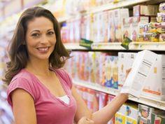 Etikettenschwindel im Supermarkt: Die Hersteller preisen ihre Produkte häufig mit schönen Worten und verführerischen Bildern.