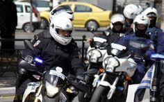 Очередная кража сейфа. Теперь из косметической компании Apivita http://feedproxy.google.com/~r/russianathens/~3/vKCU4Yc2TOM/20970-ocherednaya-krazha-sejfa-teper-iz-kosmeticheskoj-kompanii-apivita.html  Полиция Греции (ELAS) приведена вповышенную готовность на фоне всплеска насилия, грабежей и краж в последние месяцы. Официальные цифры, которые должны быть опубликованы в ближайшие дни,указывают на значительный рост таких преступлений за прошедший год.