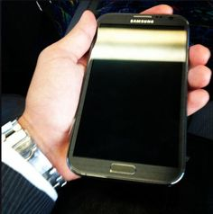 #galaxynote2 in hand. It's big.