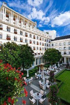 Hotel le Bristol, Paris, France Great outdoor garden for brunch Le Bristol Paris, Hotel Bristol, Paris Hotels, Hotels And Resorts, Best Hotels, Luxury Hotels, Palaces, Paris France, Monuments