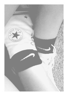 White high top converse with Nike black socks! High Top Converse Outfits, White High Top Converse, White High Tops, Outfits 2016, Outfits For Teens, Cool Outfits, Rita Ora Adidas, Black Socks, Black Nikes