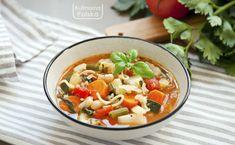 Jarzynowa sposobem włoskim. Potrafi zaskoczyć! Przepis na minestrone Thai Red Curry, Salsa, Fruit, Ethnic Recipes, Food, Diet, Essen, Salsa Music, Meals