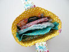 Genial, ein Ordnungshüter (Innentasche), damit es beim Umräumen von der einen in die andere Tasche schneller geht.