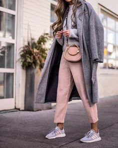 Ce look de printemps casual et confo  #lookdujour #ldj #pastel #spring #chic #casual #streetstyle #inspiration #casual #trendy #ootd #style #outfitideas #outfitinspo  @thatsotee