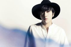"White man ""Jung Yong Hwa"""