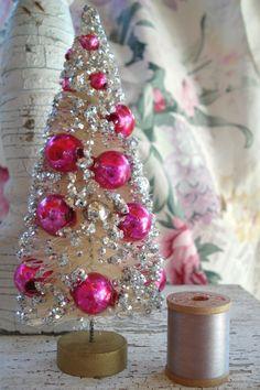VINTAGE SHABBY WHT PINK SLVR GLITTER MERCURY GLASS BEADS XMAS BOTTLE BRUSH TREE | eBay