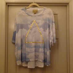 Flash Sale Wildfox Triangle White Label Tee Size small Wildfox white label triangle tee with cloud back drop. Oversized and sleeves cuffed. This one is quite lovely. Preloved. Wildfox Tops Tees - Short Sleeve