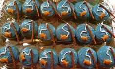 Fish themed birthday cupcakes! pretzels and goldfish