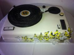 Record player wedding cake with beautiful butterflies