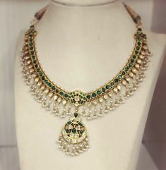 India Jewelry, Temple Jewellery, Jewelry Sets, Jewellery Box, Emerald Jewelry, Gold Jewelry, Jewelery, Diamond Jewelry, Statement Jewelry