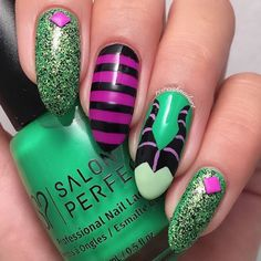 Nail art Christmas - the festive spirit on the nails. Over 70 creative ideas and tutorials - My Nails Halloween Nail Designs, Halloween Nail Art, Disney Halloween, Christmas Nail Art, Holiday Nails, Maleficent Nails, Nail Art Designs, Cotton Candy Nails, Nails Short