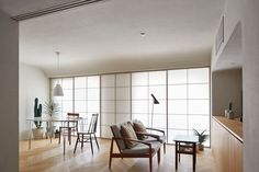 h20e is a minimal interior created by Japan-based designers aoydesign. (10)