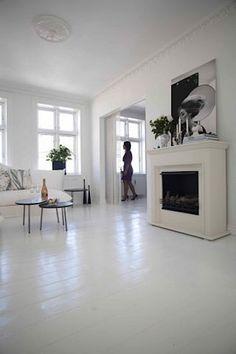 painted wood floors the secret of white painted floors Painted Kitchen Floors, White Painted Wood Floors, Painted Hardwood Floors, White Wooden Floor, Wood Floor Kitchen, Kitchen Flooring, White Walls, Painting Wood Floors, Painted Floorboards