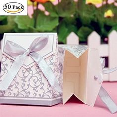 elegant candy paper boxes romantic weeding party favor gift bags with ribbon, Wedding Favours Quirky, Popcorn Wedding Favors, Indian Wedding Favors, Wedding Candy Boxes, Wedding Favours Luxury, Honey Wedding Favors, Vintage Wedding Favors, Wedding Gift Bags, Unique Wedding Favors