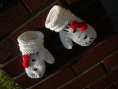 Hello Kitty mittens :)