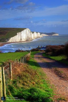 Cuckmere Haven and the Seven Sisters in East Sussex, England. by Brian Denton (West of the iconic White Cliffs of Dover & part of the Southern chalk Downs) East Sussex, Sussex Downs, Beautiful World, Beautiful Places, White Cliffs Of Dover, England And Scotland, English Countryside, Belle Photo, Beautiful Landscapes