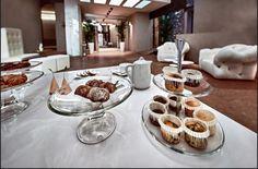 Buongiorno! Start your week with a sweet treat. #adayinverona #visitverona #palazzovictoria