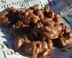 Crockpot Chocolate Peanut Candy - Trisha Yearwood made these on her show and they looked so easy and yummy! Candy Recipes, Holiday Recipes, Dessert Recipes, Holiday Ideas, Cookie Recipes, Christmas Snacks, Christmas Baking, Christmas Goodies, Christmas Candy