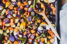 Finom  szaftos  sült zöldségek  amelyek magukban fogyasztva is kiválóak  de akár feta sajtot morzsolva a tetejére is ...