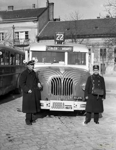 Széll Kálmán tér 71733 - photographs of Budapest - Wikimedia Commons Old Pictures, Old Photos, Vintage Photos, Tramway, Budapest Hungary, Vintage Photography, Historical Photos, Time Travel, Bristol