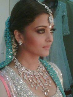 Aishwarya Rai, Bridal Jewelry, lengha gosh she's gorgeous. Bollywood Stars, Bollywood Fashion, Bollywood Actress, Indian Makeup, Indian Beauty, Mangalore, Indian Dresses, Indian Outfits, Ethnic Outfits