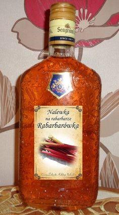 składniki: 2 kg. rabarbaru (najlepiej czerwonego) 0,5 l. spirytusu (1 litr wódki 47 %) 1 litr wódki 40% 1 kg. cukru wykon... Alcohol Recipes, Fruit Recipes, Liquid Luck, Alcoholic Drinks, Beverages, Irish Cream, Spice Things Up, Whiskey Bottle, Food And Drink