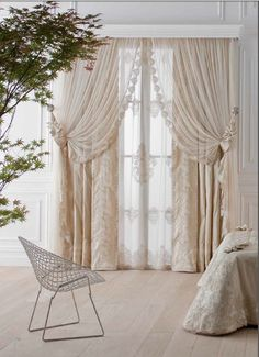 I adore the look of shabby chic home decorations as seen in this photo. I love vintage, rustic and modern yet trendy shabby chic decorative accents as they make a home beautiful. Shabby Chic Living Room, Shabby Chic Apartment, Home Curtains, Curtains Living Room, Stylish Curtains, Shabby Chic Background, Shabby Chic Furniture, Curtain Decor, Chic Home Decor