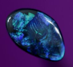 beautiful Precious Opal origin: Lightning Ridge, Australia