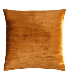 H&M Home offers a large selection of top quality interior design and decorations. Find the right accessories for your home online or in-store. Find Furniture, Home Decor Furniture, Teal Office, H&m Online, Velvet Cushions, Color Inspiration, Fashion Online, Living Spaces, Kids Fashion